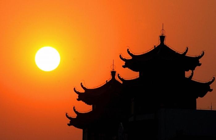 Rasarit de soare in Beijing.