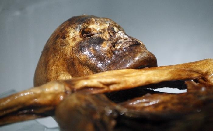 Mumia Otzi, la Muzeul Arheologic din Bolzano