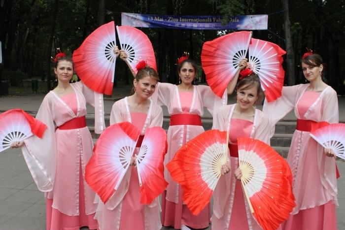 Ziua Mondială Falun Dafa sărbătorită la Chişinău, 13 mai 2012