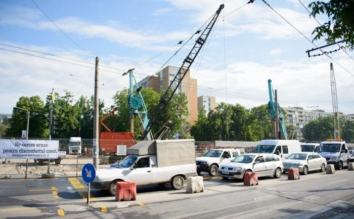 Trafic îngreunat de lucrările la metroul din Drumul Taberei, Bucureşti.