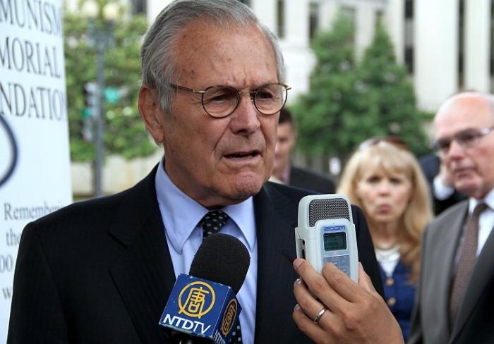 Fostul secretar al Apărării, Donald Rumsfeld, a primit medalia Truman-Reagan Medal pentru Libertate de la fundaţia Victimele Comunismului la cea de-a cincea aniversare a acesteia, 12 iunie 2012