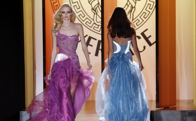 Colecţia haute couture a Casei de modă Versace
