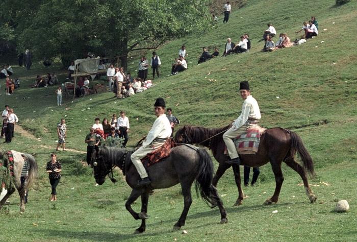 Sărbători populare la sate,serbare câmpenească la Ţebea