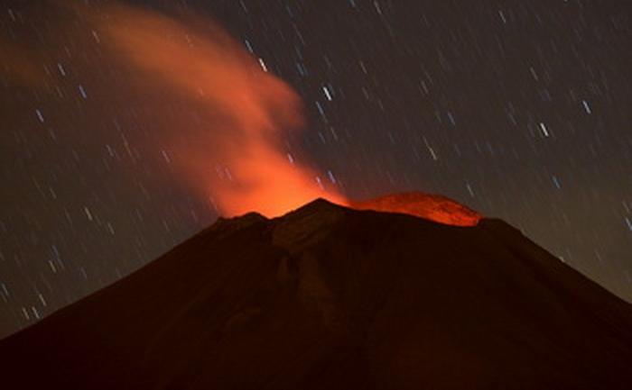 Cutremurele şi erupţiile vulcanice pot devasta regiuni întregi. Un vulcan din Mexic