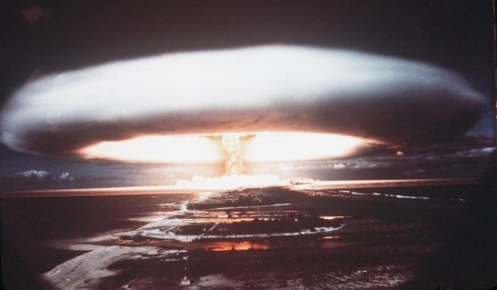 Explozie nucleară deasupra atolului Mururoa - 1971.