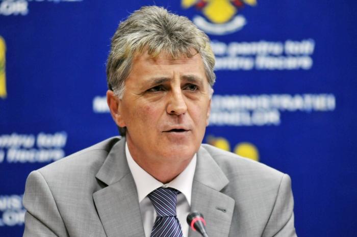Ministrul Mircea Duşa.