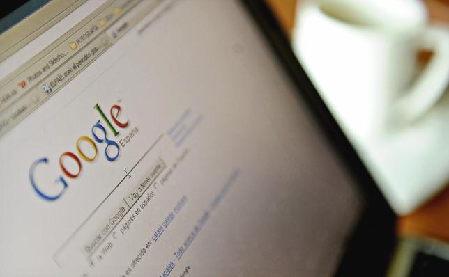 Motorul de căutare Google pe ecranul unui computer.