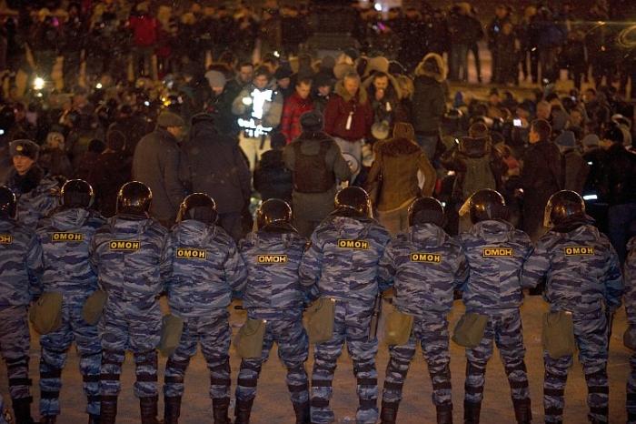 Poliţia rusă dispersând militanţii pentru drepturile omului în Piaţa Puşkin, martie 2012