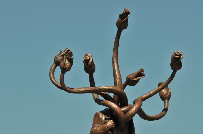 Statuia Hidră din Piaţa Presei Libere