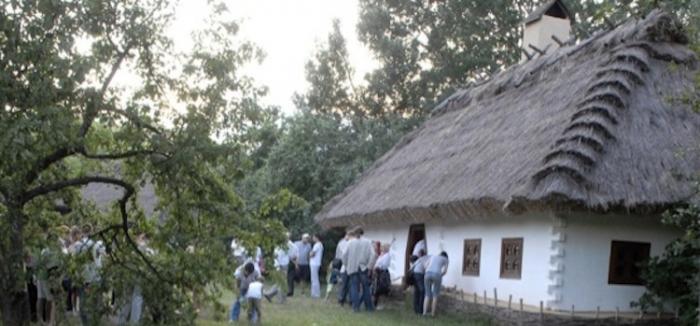 Casătradiţională din Ucraina, cu acoperişul din paie