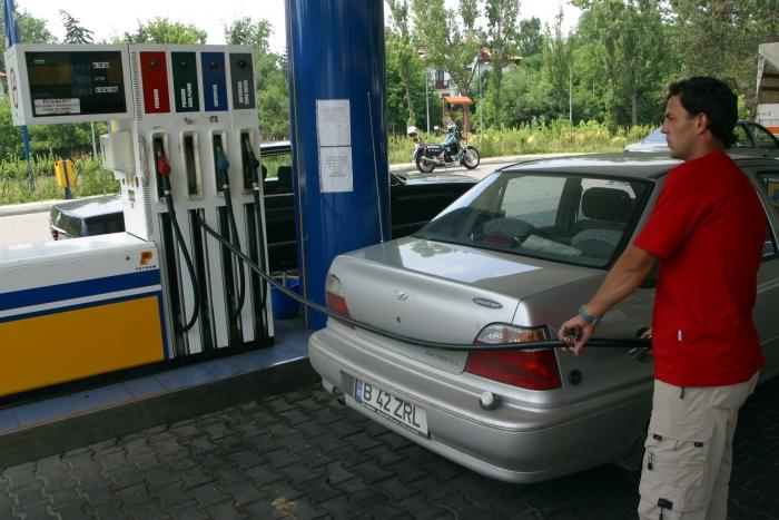 Staţie pompă de benzină.