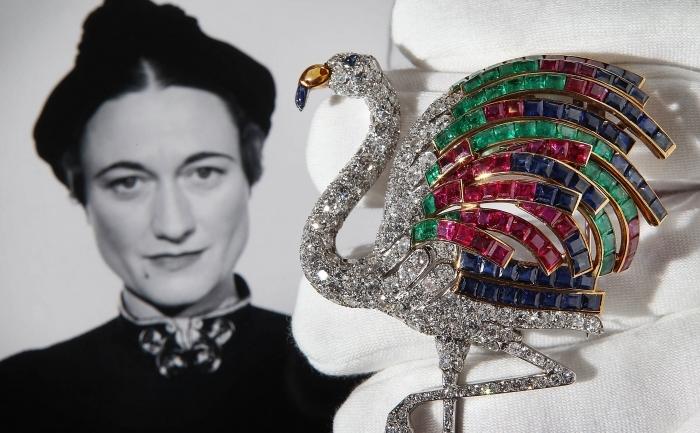 O broşă Cartier, cu diamante, din 1940, reprezentând un flamingo, din colecţia Ducesei de Windsor, scoasă la licitaţie de Casa Sotheby's în anul 2010.