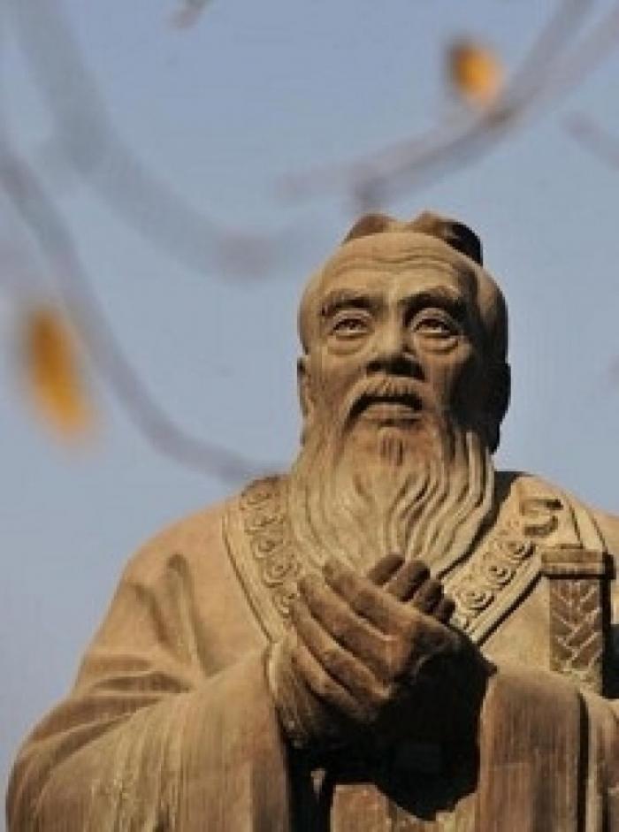 Statuie a lui Confucius în Beijing