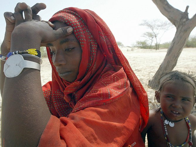 Fatima Usman, nomadă, Africa de Nord, suferă de depresie în tabăra Woudi Desert, Niger