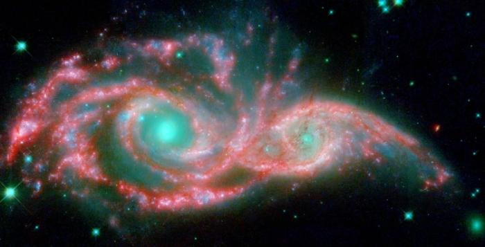 Cei doi ochi sunt în centrul unor galaxii NGC 2207 şi IC 2163, care formează o mască - constelaţia Canis Major, la peste 140 milioane de ani lumină