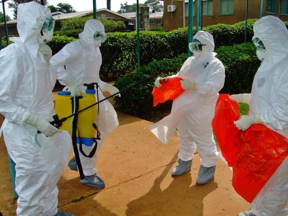 Epidemia de Ebola se răspândeşte de la Guineea în Liberia şi Sierra Leone