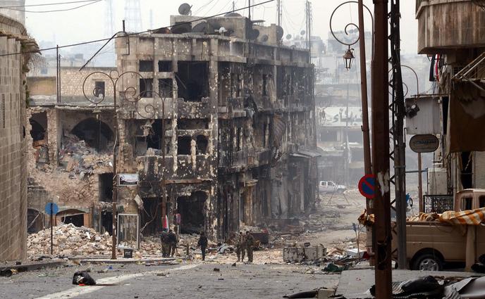 Oraşul Alep, Siria, aproape distrus de bombardamente.
