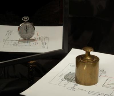 În mecanica cuantică masa poate fi folosită pentru a măsura timpul şi invers