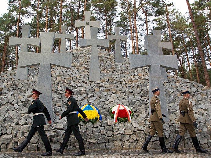 Monument ridicat în onoarea crimelor de la Katyn, comise de Uniunea Sovietică, 21 septembrie 2012.