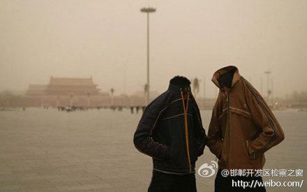 """Amestecul de ceaţă şi fum din Beijing a fost recent """"Dincolo de limită"""", forţând chiar şi mass-media conduse de stat să scrie articole despre ea."""