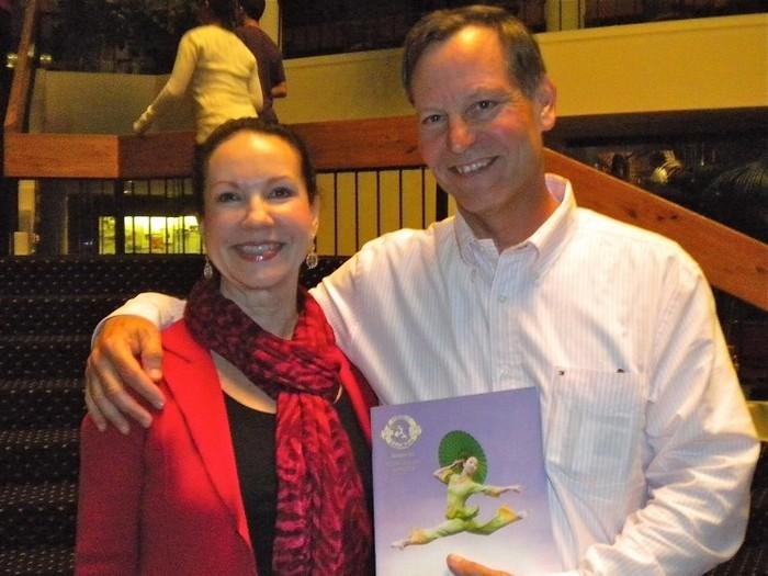 Dr. Jim Schaus, director la Universitatea din Florida şi Marlene Schaus pe 15 ianuarie, la Carr Performing Arts Centre Bob.
