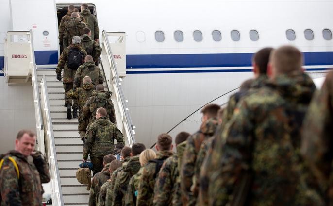 240 de soldaţi germani se îmbarcă pentru Turcia, parte a misiunii NATO de desfăşurare a rachetelor Patriot, 20 ianuarie 2013