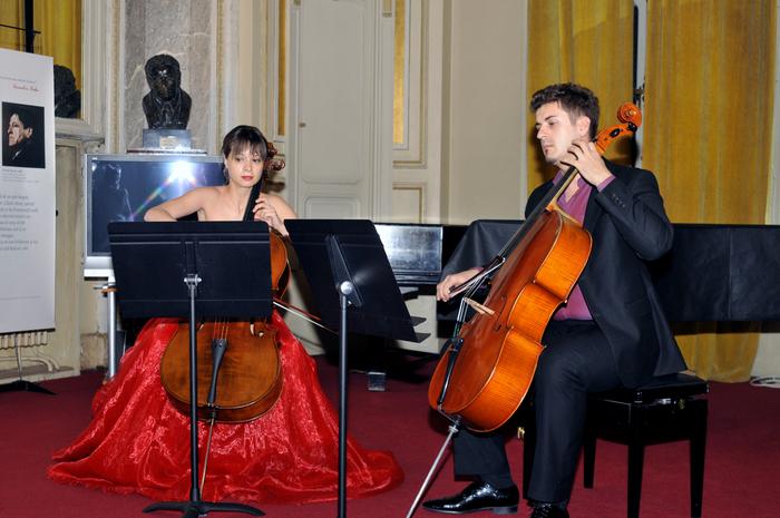 Concert cameral la Salonul de muzică de la Muzeul Naţional George Enescu, cu Duo Cello JAYA (Ella Bokor şi Mircea Marian)