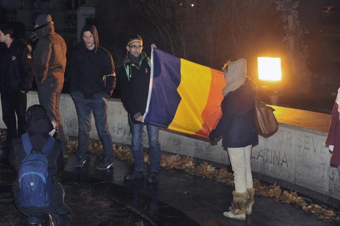 Flash-mob şi horă de Ziua Unirii Principatelor Române desfăşurată la Monumentul Km.0 din faţa Bisericii Sf. Gheorghe Nou.