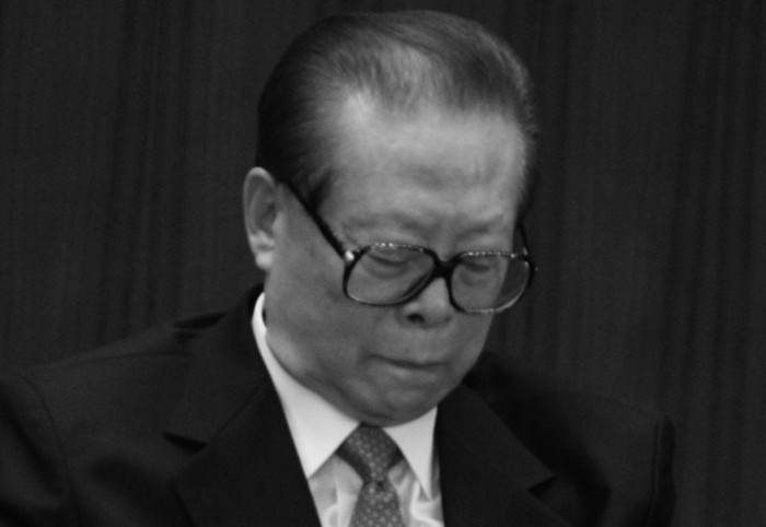 Fostul lider al regimului chinez, Jiang Zemin, a participat la cel de-al XVIII-lea Congres al Partidului, la 15 octombrie, 2012, în Beijing, China. Numirile din conducere care au avut loc la congres păreau să-l favorizeze pe Jiang, dar pensionarea completă a lui Hu Jintao îl poate forţa în final pe Jiang să intre în umbra politicii.