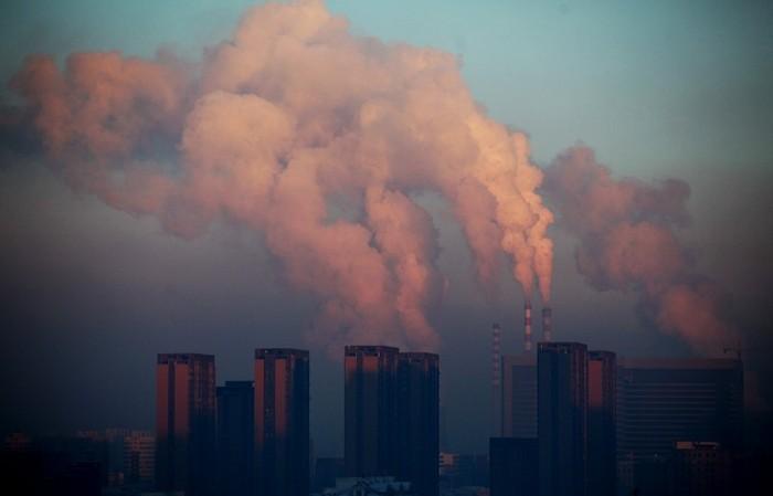 Această imagine făcută la 22 ianuarie 2013 arăta o centrală termică descărcând masiv smogul în aer în Changchun, provincia Jilin din nord-estul Chinei