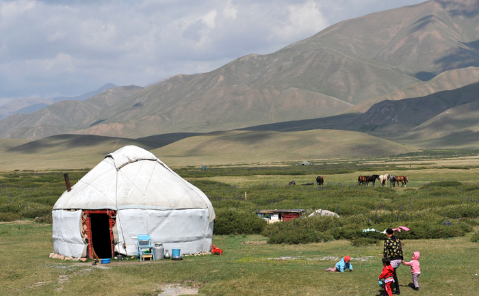 O aşezare de pe platoul Suu-Samyr, la mai mult de 2.500 de metri deasupra nivelului mării, de-a lungul Drumului Mătăsii vechi din Bishkek la Osh, 2 august 2012.