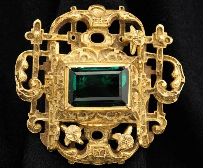 Smarald aparţinând colecţiei Atocha, găsită după descoperirea unei epave spaniole. Bijuteria este estimată la o valoare între 150.000 şi 250.000 USD.