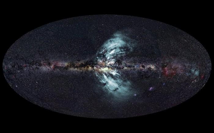 """Imagine înfăţişând """"gheizerele"""" Căii Lactee"""