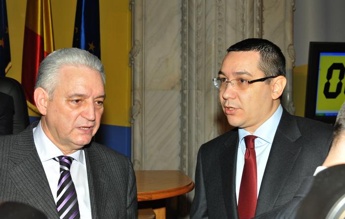 Şedinţa comună a Camerei Deputaţilor şi Senatului, dezbateri asupra  Proiectului Legii Bugetului de Stat pe anul 2013. În imagine, Ilie  Sârbu şi Victor Ponta