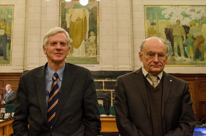 Fostul parlamentar canadian David Kilgour (stânga) şi avocatul drepturilor omului, David Matas au depus mărturie despre cei şapte ani de anchetă in recoltarea ilegala de organe în China, la subcomisia drepturilor omului pe 5 februarie 2013.