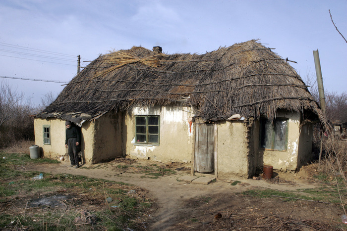 Fundata, sat de deportaţi. În imagine, casă din timpul deportaţilor în Bărăgan.