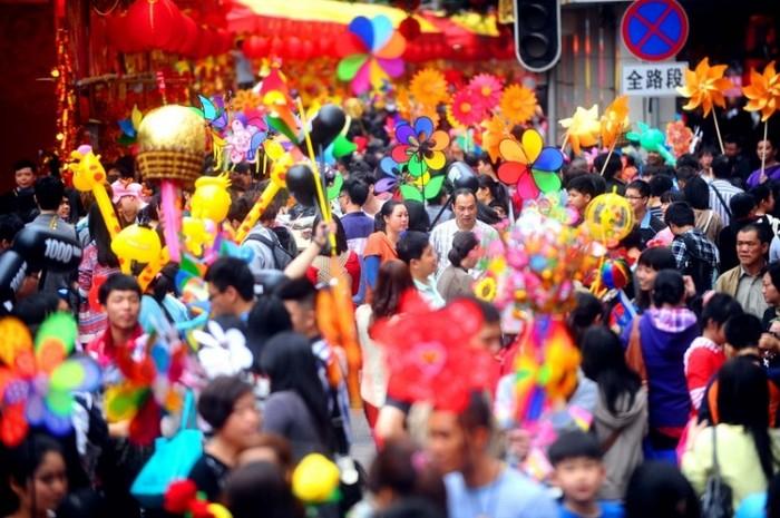 Chinezii sărbătoresc Noul An Chinezesc în Guangzhou, Guangdong, 6 februarie 2013