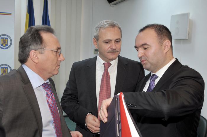 Liviu Dragnea, Semnarea contractelor de finanţare din fonduri europene.  În imagine, Gheorghe Nichita, Liviu Dragnea şi Cristian Adomniţei