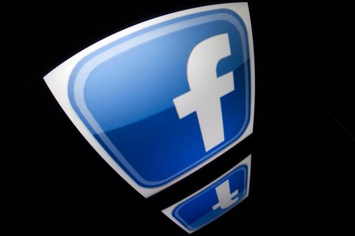 """Logo-ul """"Facebook"""" pe o tabletă."""