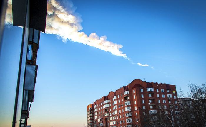 Explozia unui meteorit deasupra regiunii Celiabinsk, Rusia.