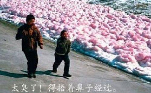 Râurile multicolore din China