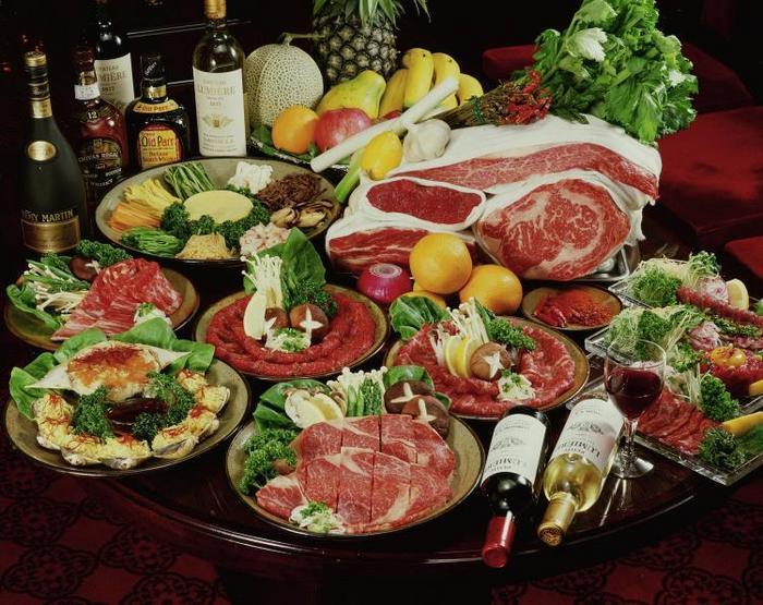 O dietă primară s-a dovedit mult mai saţioasă decât o dietă mediteraneană. Notă: dieta primară nu include alcool.