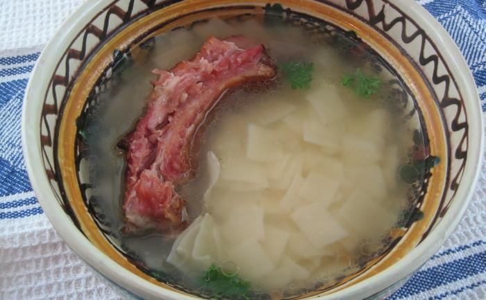 Supă cu lăşcuţe şi afumătură
