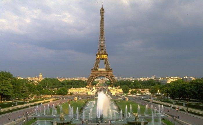 Turnul Eiffel din Paris.