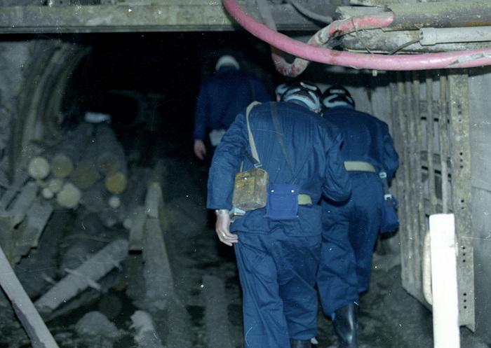 Mineri în subteran.