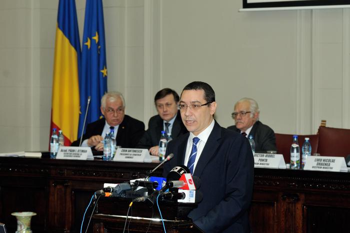 Dezbatere pe tema regionalizării la Academia Română. În imagine, Victor Ponta, în prim plan, Păun I. Otiman, Crin Antonescu şi, Ionel Haiduc, în plan secund.