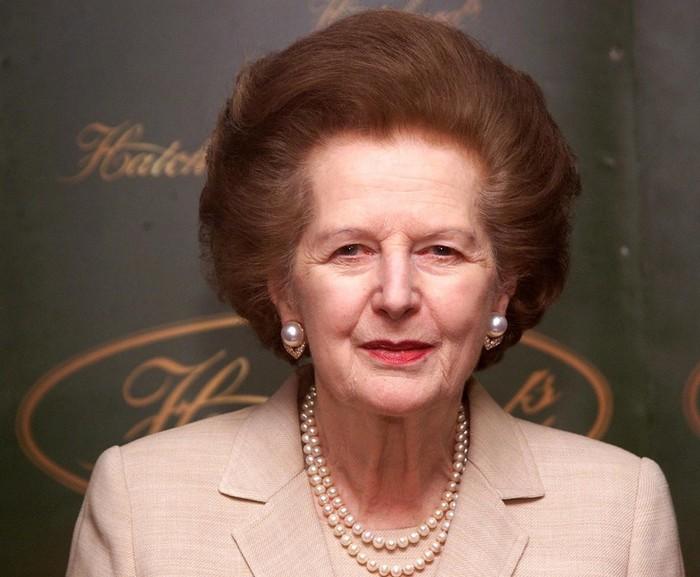 Fostul prim-ministru britanic Baroneasa Margaret Thatcher, la o lansare de carte la Hatchards în Piccadilly, Londra, 3 aprilie 2002.