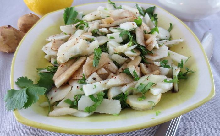 Salată de topinambur cu coriandru