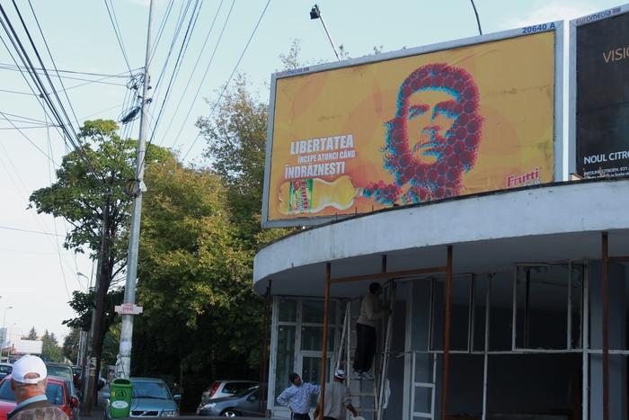 Reclamă cu Che Guevara în Bucureşti pe Bulevardul Ion Mihalache