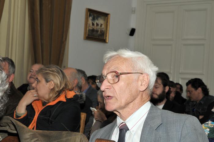 """Jockey Club, """"Reconsiderarea critică a trecutului – între mit şi minimalizare. Despre Ion Gavrilă Ogoranu şi rezistenţa armată anticomunistă din România"""", în prim plan dl Octav Bjoza, preşedinte AFDPR"""